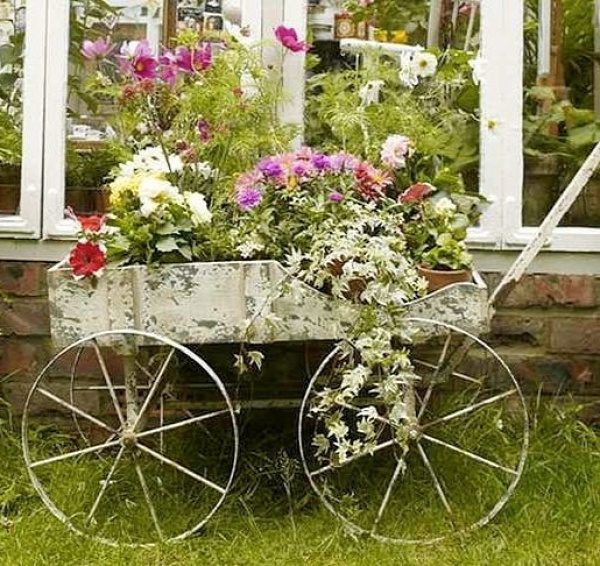 wheelbarrow-planter-9