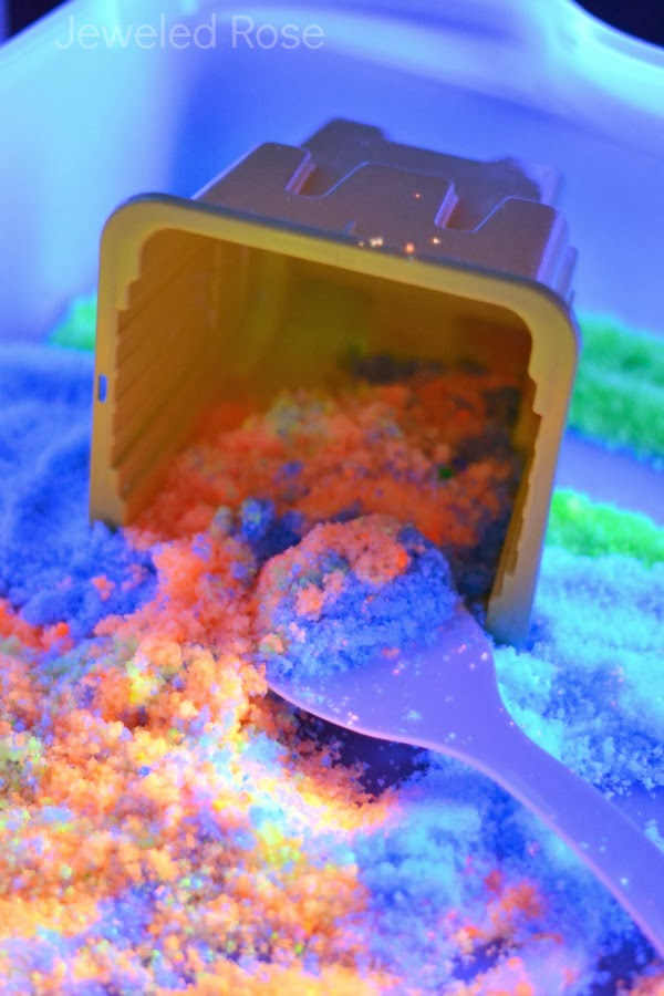 How to make glow in the dark sand for amazing play and crafting fun