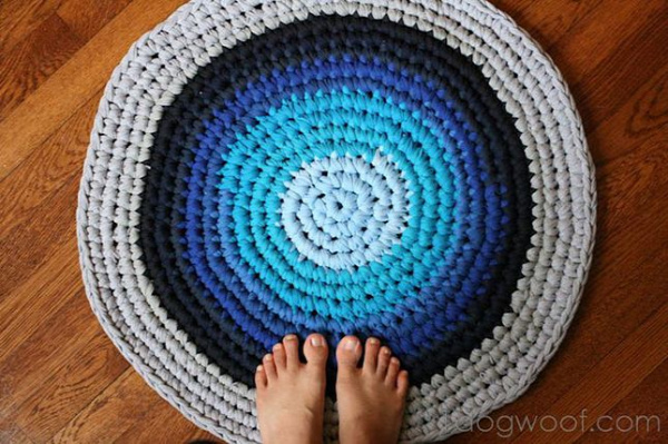 40+ Creative Ideas to Repurpose and Reuse Your Old T-shirts --> Crochet Rug from Repurposed T-shirts