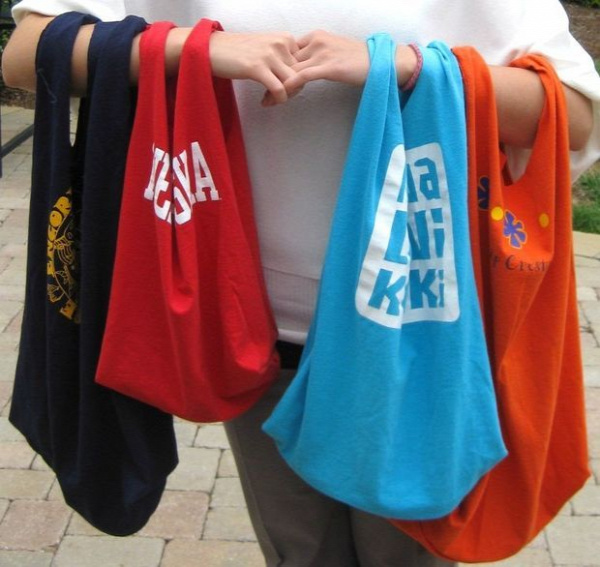 40+ Creative Ideas to Repurpose and Reuse Your Old T-shirts --> Fastest Recycled T-shirt Tote Bag