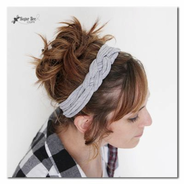 40+ Creative Ideas to Repurpose and Reuse Your Old T-shirts --> Knotted Headband with T-shirt Yarn