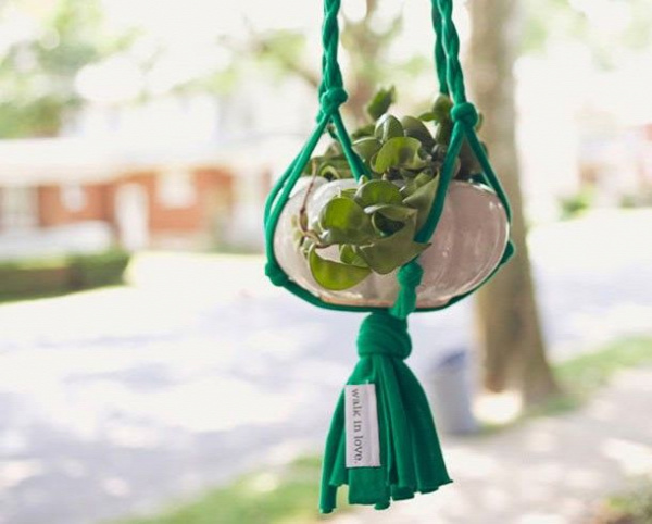 40+ Creative Ideas to Repurpose and Reuse Your Old T-shirts --> DIY T-shirt Plant Hanger