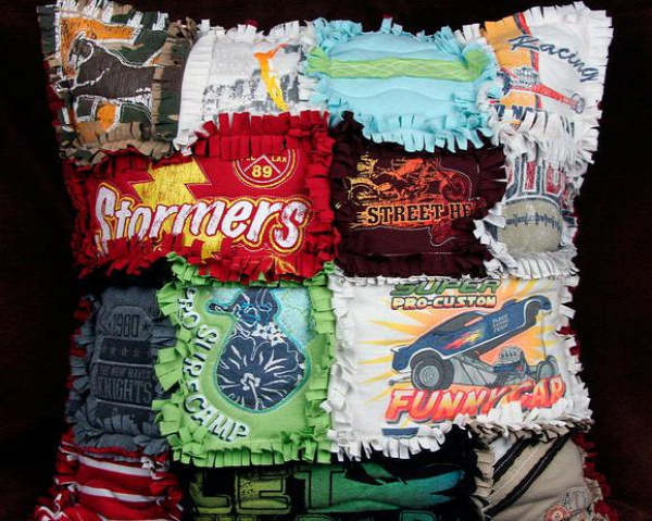 40+ Creative Ideas to Repurpose and Reuse Your Old T-shirts --> DIY T-shirt Rag Pillow