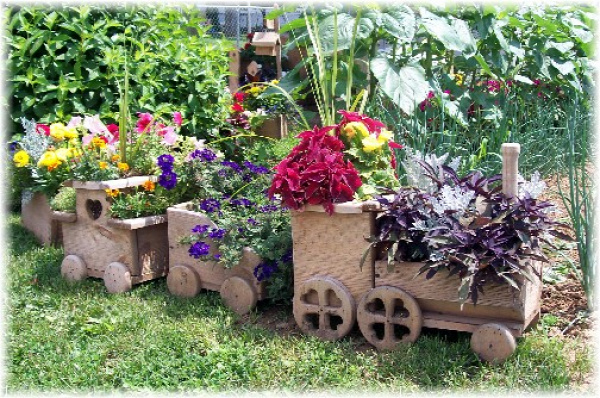 wood-train-planter2.jpg