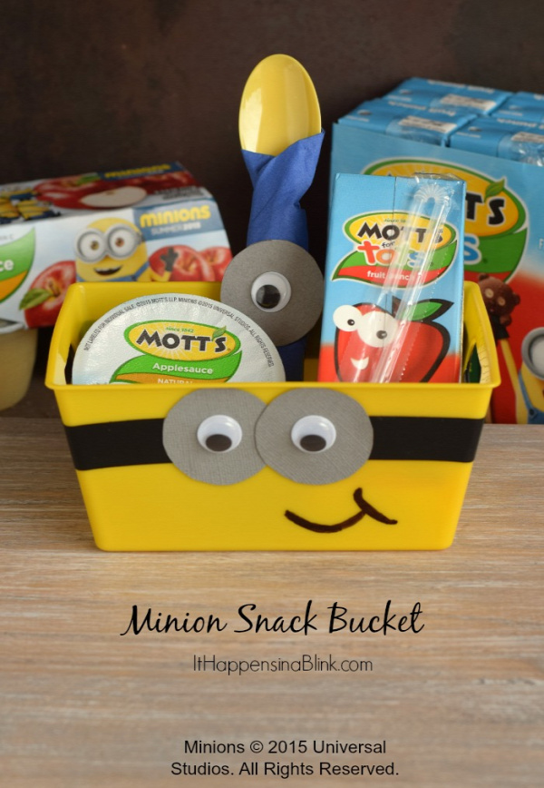 Minion Snack Bucket |  #ad #MottsAndMinions   |  Create an easy DIY Minion themed snack bucket