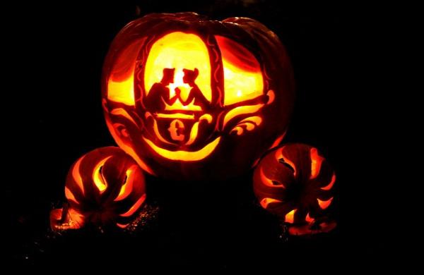 Disney Princess Carriage Pumpkin #halloween #pumpkin #pumpkins #great #decor #ideas #cool #scary #spooky #neat #fall #decorations #party #disney #carriage #princess #prince