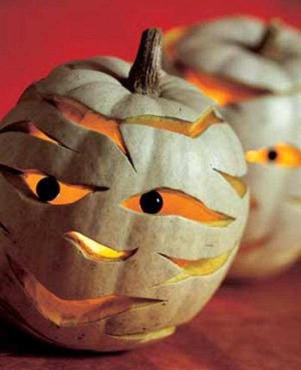 Mummy Pumpkins - Halloween #halloween #pumpkin #pumpkins #great #decor #ideas #cool #scary #spooky #neat #fall #decorations #party #mummy #carving