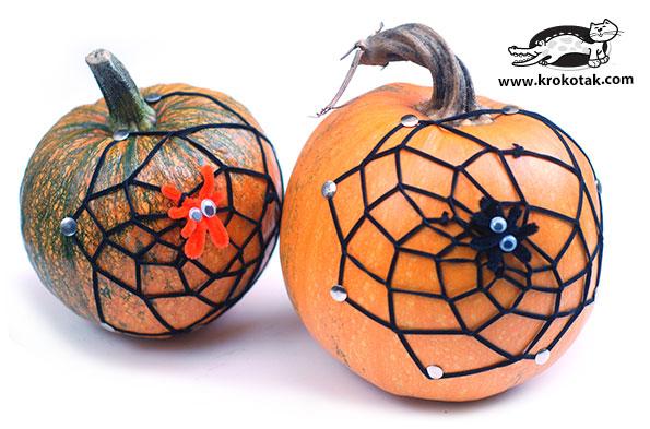 Quick decoration - spiderweb on a pumpkin