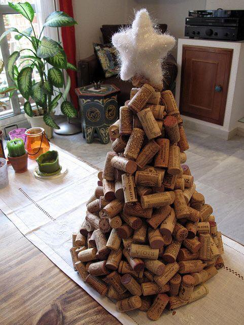 20-Brilliant-DIY-Wine-Cork-Craft-Projects-for-Christmas-Decoration10.jpg