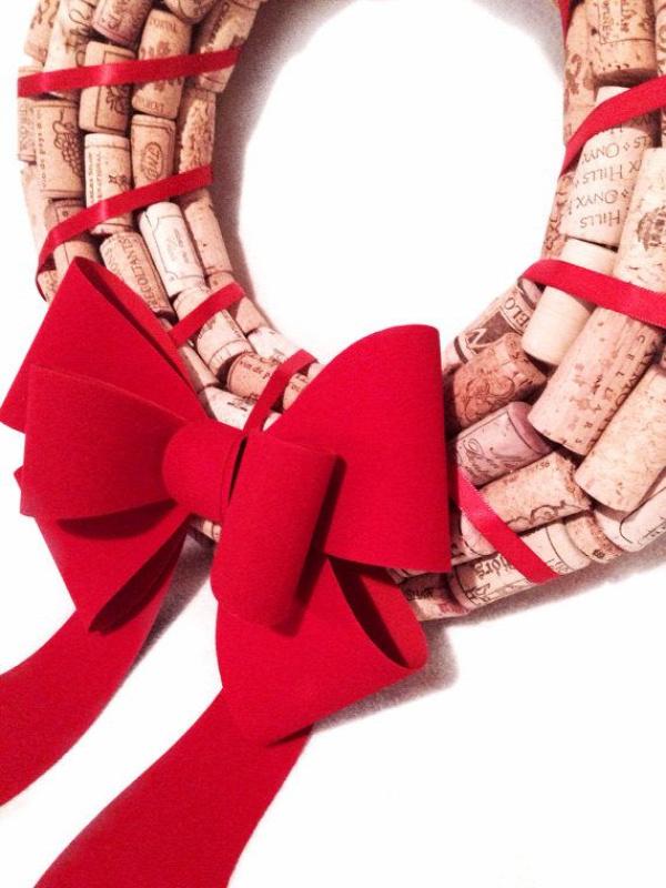 DIY christmas wreath ideas cork wreath red bow