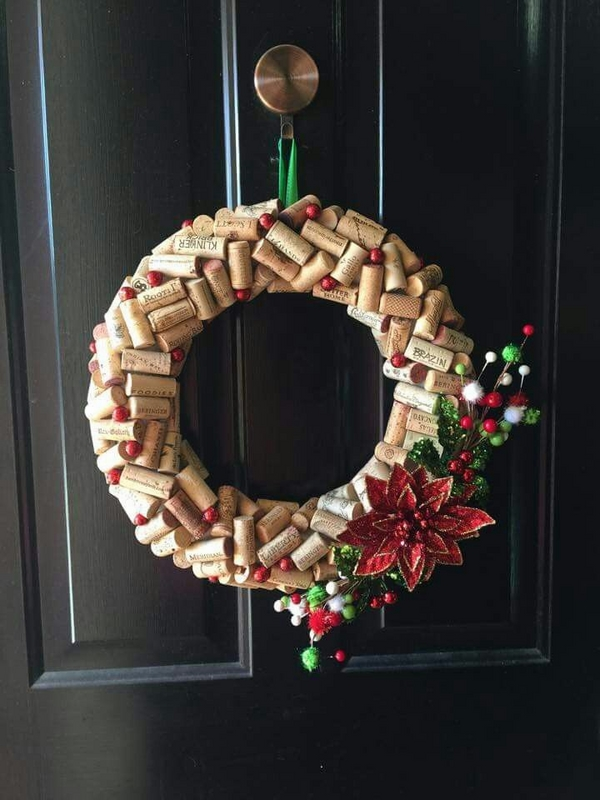 front door christmas decoration DIY cork wreath ideas poinsettia