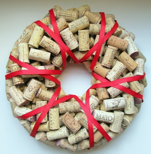 awesome DIY christmas wreath ideas cork wreath red ribbon