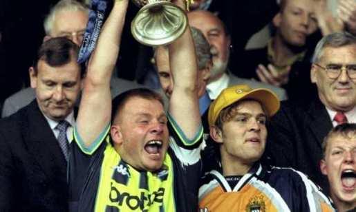 andy morrison angol foci manchester city portré retrócity