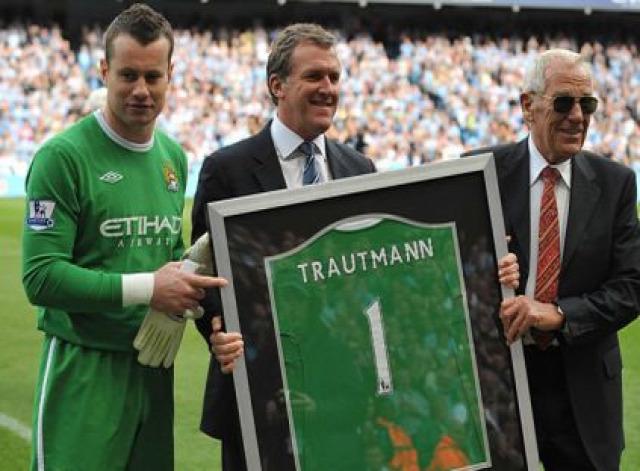 heinrich nst angol foci bert trautmann retrócity portré manchester city