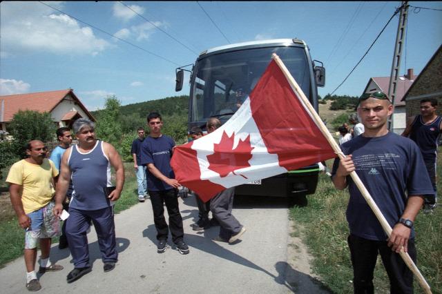 roma Kanada utazás szabadság nemzetiség  Liszt Ferenc Nemzetközi Repülőtér megkülönböztetés Air Transat Sky Greece utazás megtagadása