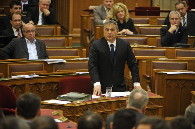 közbeszerzés Kbt. nyerőszám visszaélés ajánlatkérő ajánlattétel Orbán Viktor közbeszerzési törvény