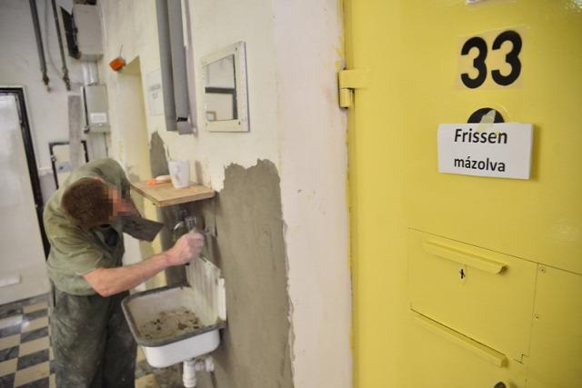 börtön ablak EJEB Emberi Jogok Európai Bírósága Varga és társai kontra Magyarország ügy fogva tartás körülmények kártérítés kompenzáció zsúfolt jogorvoslat fogvatartott
