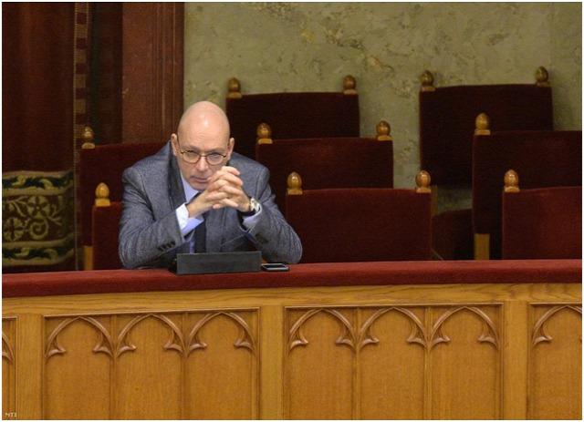NAIH MNB törvény Péterfalvy Attila közérdekből nyilvános adat postatörvény visszaható hatály Alkotmánybíróság Nemzeti Adatvédelmi és Információszabadság Hatóság