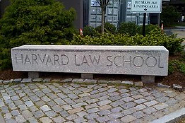 Royall-jelvény adósság Harvard Gordon-Reed címer rabszolgaság VERITAS