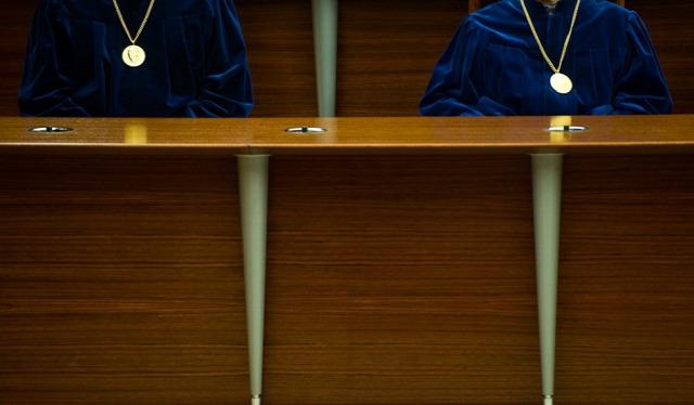 Kaposvár önkormányzati rendelet hajléktalan otthontalan Alkotmánybíróság AB alapvető jogok biztosa Lex Sámli ingóság közterület szabálysértés szankció Vöröskereszt emberi méltósághoz való jog jogállamiság elve alkotmányjogi panasz