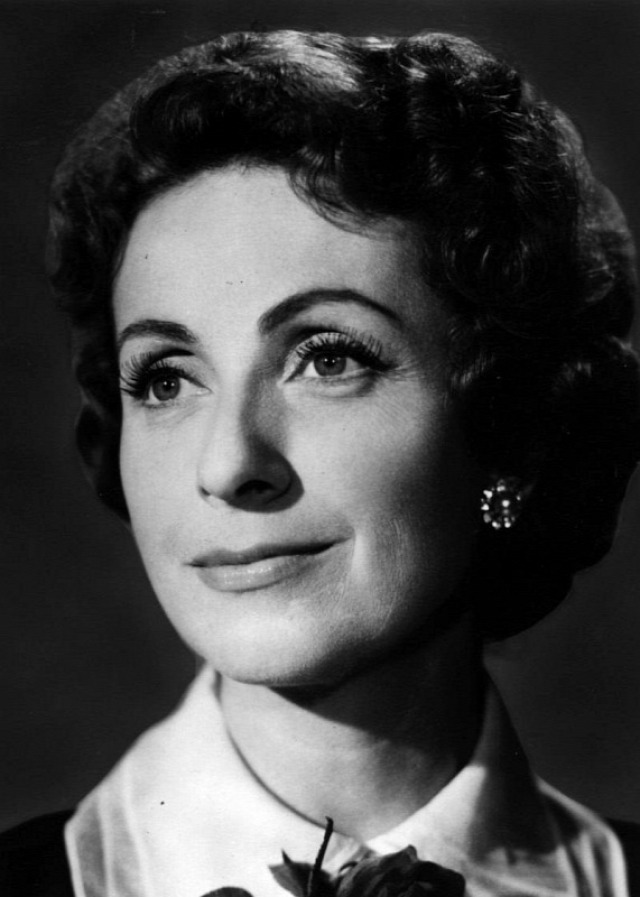színésznő
