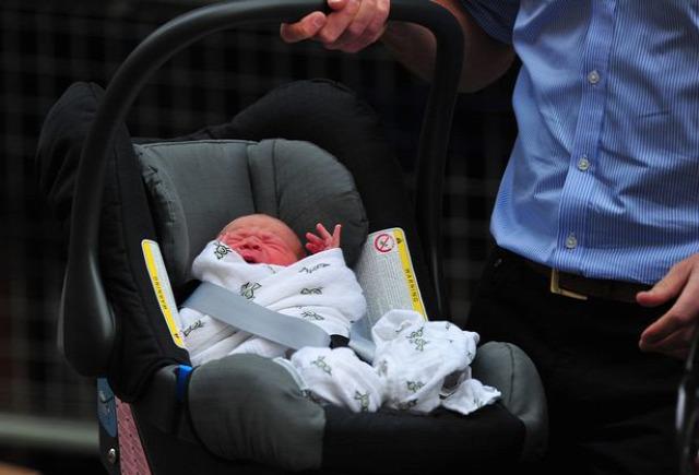 biztonsági gyermekülés autósülés vilmos katalin hercegi pár györgy herceg george