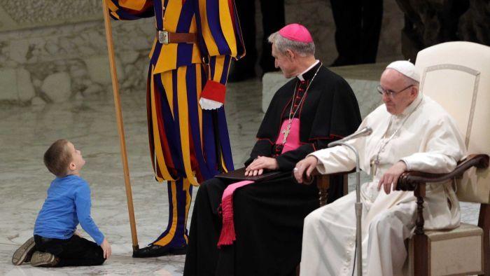 hallássérülés halláskárosodás pápa ferenc pápa