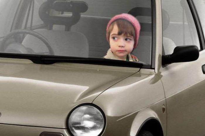 autó autóban hagyott gyerek biztonság szülő