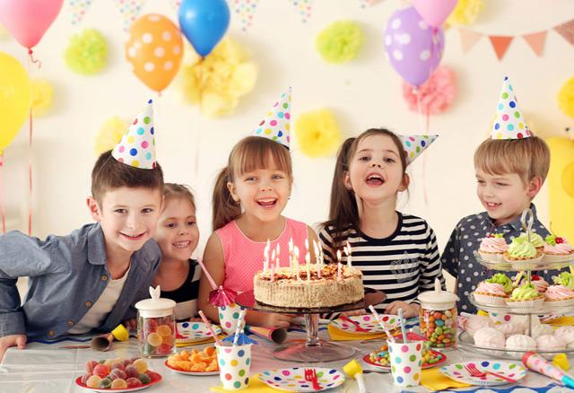 születésnap parti meghívó iskola