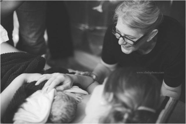 anya lánya szülés fotósorozat nagymama