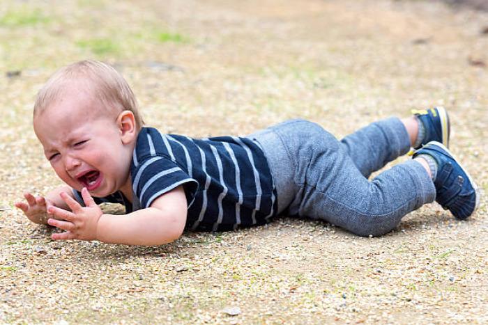 baba leesés gyermekbaleset gyerekbaleset leesett a baba leesett a gyerek