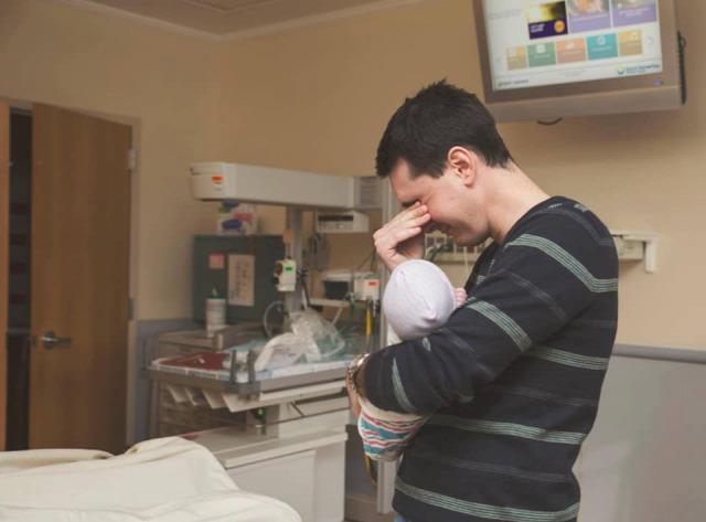 apa apák apaság újszülött első találkozás fotósorozat