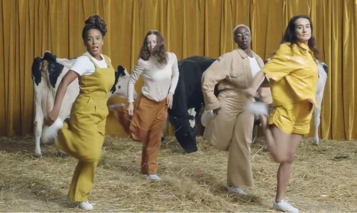 szoptatás anyatej mellszívó elvie reklám tehén