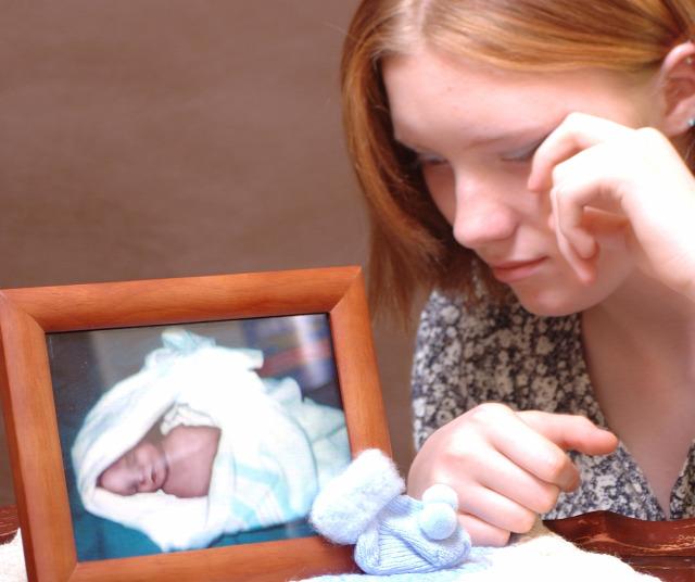 facebook közösségi oldalak közösségi média halva születés halvaszületés hirdetések reklámok