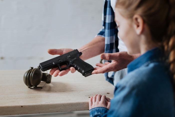 gyermekbaleset fegyver fegyverbaleset pisztoly