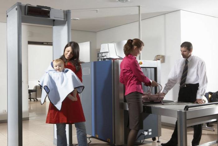 anyatej bébiétel repülés utazás repülőgép repülőtér