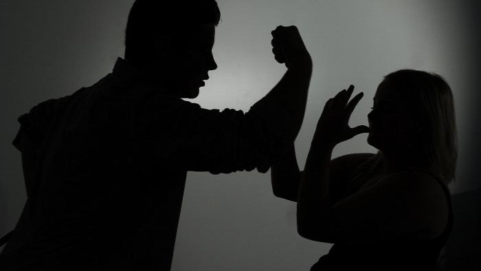 nők erőszak családon belüli erőszak házastársi erőszak kártérítés bíróság franciaország