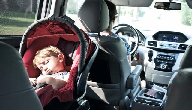 autó autóban hagyott gyerek