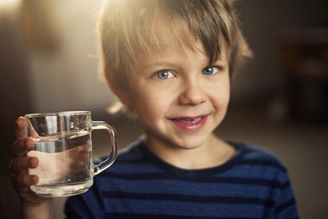 folyadék víz gyermekkori elhízás