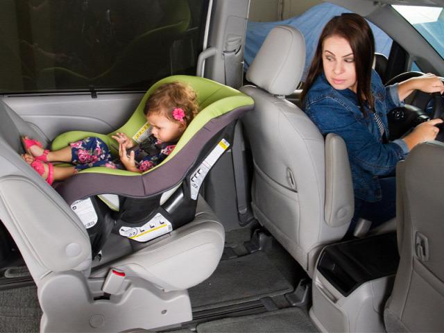 közlekedés közlekedésbiztonság gyermekülés biztonsági gyermekülés menetirány