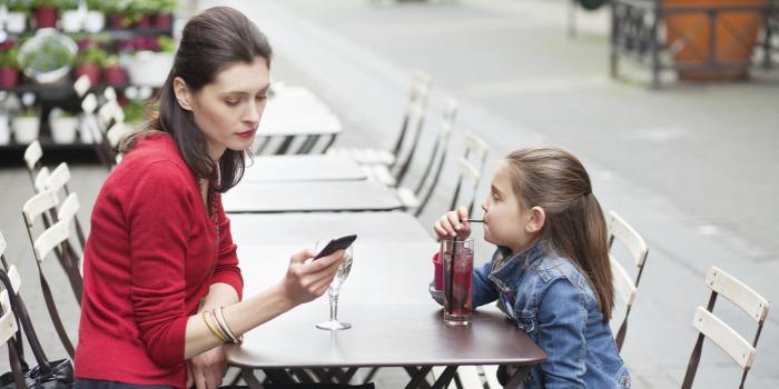 telefon mobiltelefon addikció gyerek kütyüfüggés getoffyourphones listentoyourkids