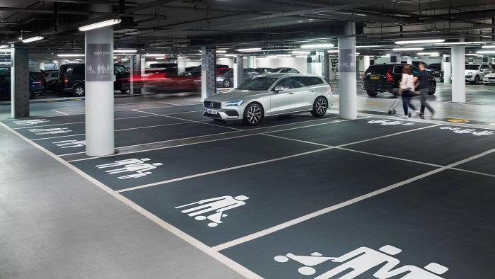 kresz családos parkoló mozgáskorlátozott parkoló