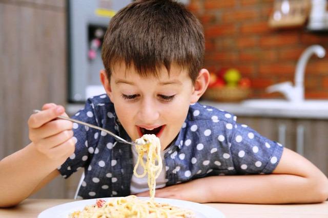 egészséges táplálkozás gyerekek sóbevitel cukrok