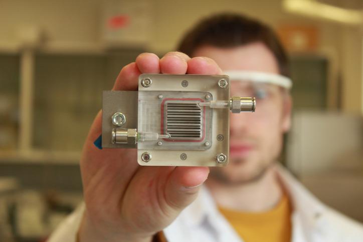 napenergia hidrogén tüzelőanyag cella fotoelektrokémiai cella megújuló energia nanotechnológia hidrogén meghajtás