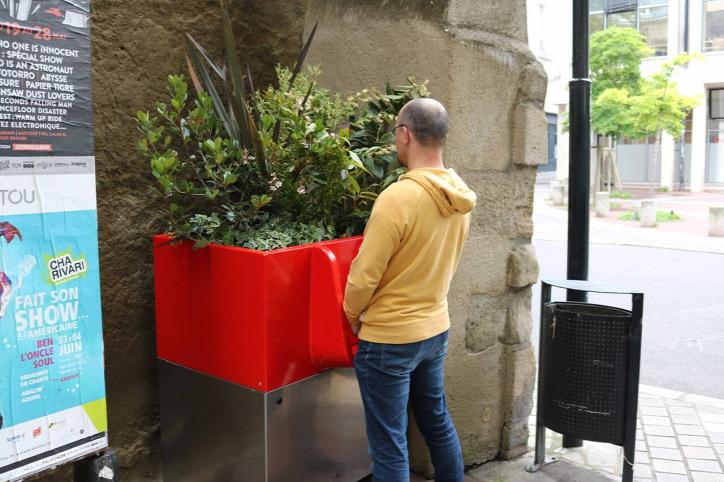 ökopiszoár utcai vizelés újrahasznosítás
