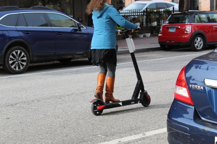 mikromobilitási eszköz fenntartható közlekedés városi közlekedés légszennyezés elektromos roller
