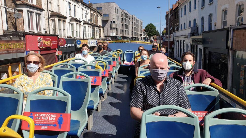 Városnéző buszokkal lehetne munkába járni Londonban