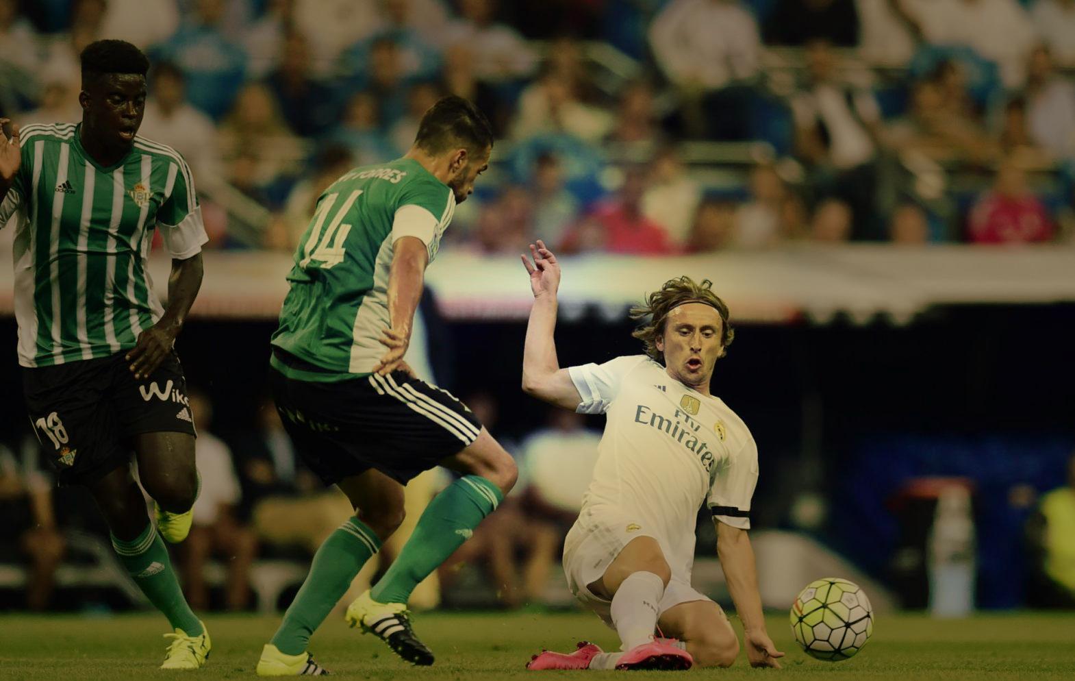 Példaként csússzon be itt Modric.