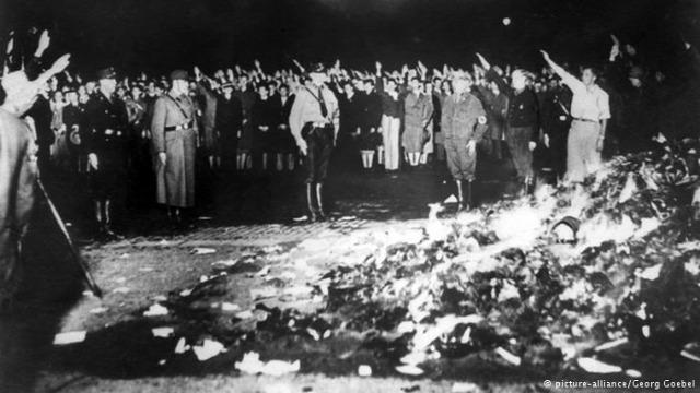 könyv terror tradíció társadalom történelem