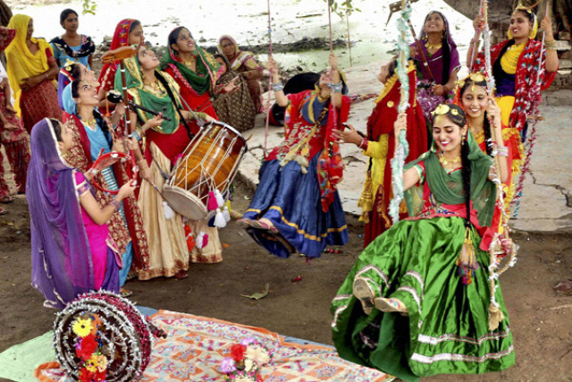 fiatalok indiai képek indiai nők indiai tánc tradíció ünnepek